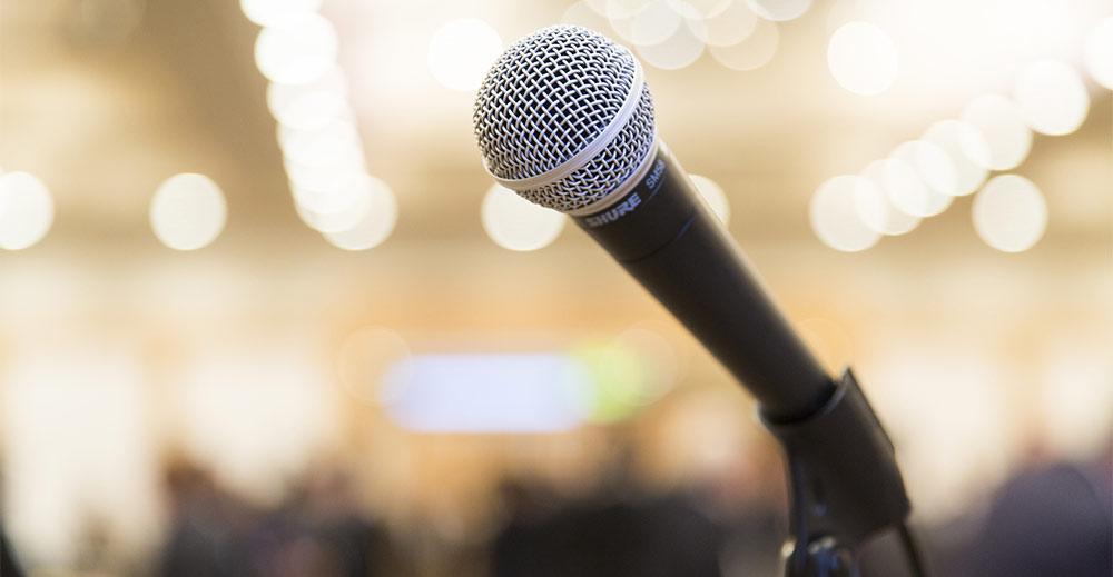 Rendre hommage avec un discours