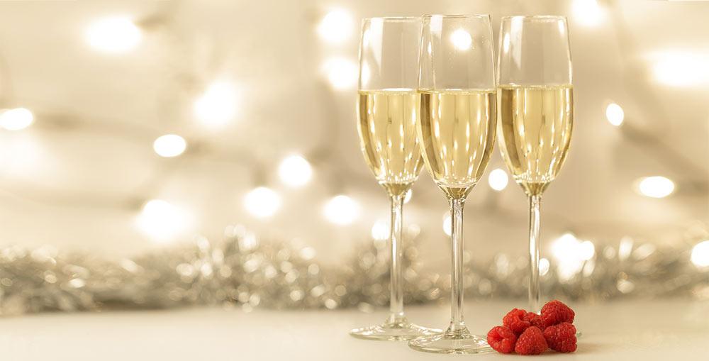 Porter un toast pour les fiancailles